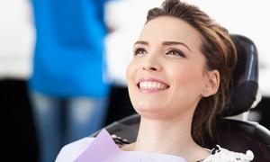 Dental Medical: Visita odontoiatrica con pulizia e smacchiamento più sbiancamento da 19,90 €