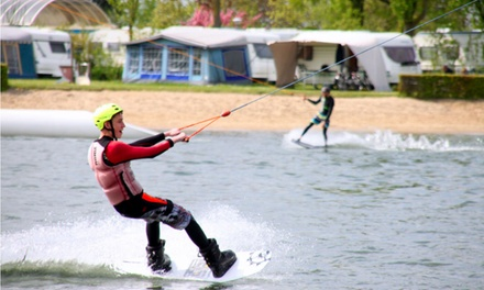 2 uur waterskiën of wakeboarden, inclusief huur materiaal bij Betuwestrand Recreatie in Beesd tot 4 personen