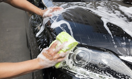 Lavado de coche interior y exterior a mano y desodorización por 15,95 € o con limpieza de tapicería por 39,95 €