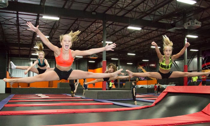 iSaute Centre de Trampoline - Multiple Locations: 60-Minute Jump Time or Birthday Package at Centre de trampoline iSaute (Up to 50% Off), 3 Locations Available