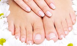 La Tua Bellezza: 3 manicure e 3 pedicure con smalto classico o semipermanente (sconto fino a 85%)