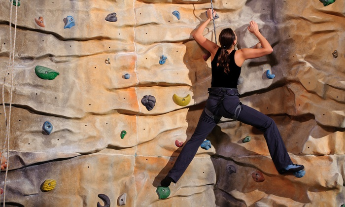 Evanston Athletic Club - DePaul: $69 for an Adult Climbing Class Plus Three Free Passes at Evanston Athletic Club ($200 Value)