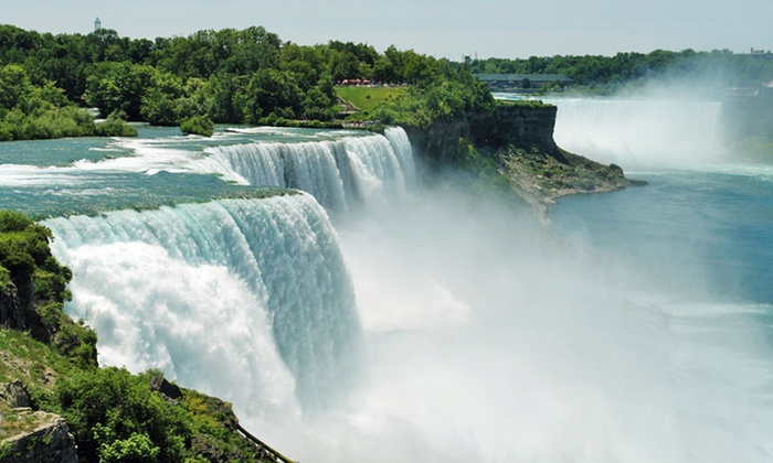 Michael's Inn Fallsview Hotel - Niagara Falls, Ontario: Stay with Dining Credits and Wine Tasting at Michael's Inn Fallsview Hotel in Niagara Falls, ON. Dates into November.