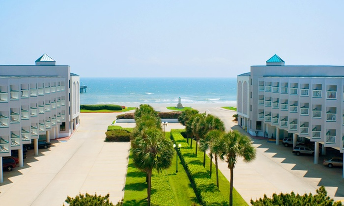 Casa del Mar Beachfront Suites - Galveston, TX: Stay with Optional Tickets to Moody Gardens at Casa del Mar Beachfront Suites in Galveston, TX