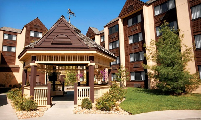 Lodge Of The Ozarks - Branson, MO: Stay at Lodge Of The Ozarks in Branson, MO. Dates into October Available.