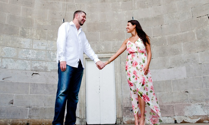 Phomenti - Miami: $58 for $200 Worth of Engagement Photo at Phomenti