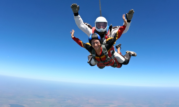Fly Zone - FLY ZONE: Corso di 2 ore e lancio con paracadute in tandem a 129,90 €