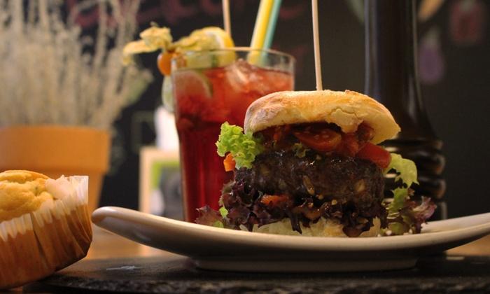 Schwerelos - well kitchen - Bonn: Burger-Menü inkl. Cocktail und Muffin für zwei oder vier Personen bei Schwerelos – well kitchen (bis zu 53% sparen*)
