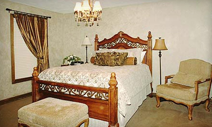 The Inn At Versailles - Northridge Estates: $49 for a One-Night Stay for Two at The Inn At Versailles (Up to $99 Value)
