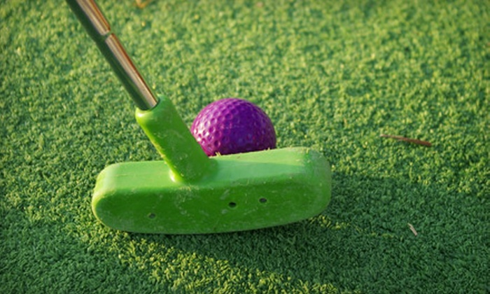 Maxwell Fun Center - Sonoma: $11 for a Miniature-Golf Outing with Four Rounds for Up to Four People at Maxwell Fun Center (Up to $23 Value)