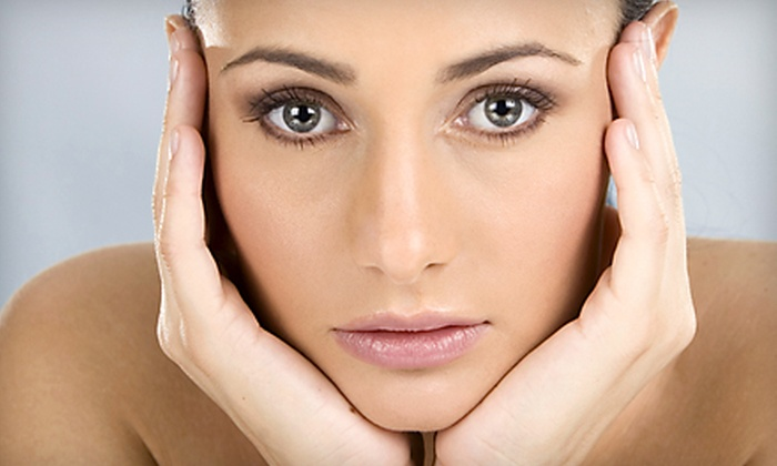 Bella Reina Spa - Martha's Vineyard: Ultrasonic Facial, Ultrasonic Facial with Microdermabrasion, or Nonsurgical Microcurrent Facelift at Bella Reina Spa in Delray Beach
