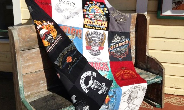 Mominizer - Grapevine: $60 for a Nine-Square T-shirt Quilt from Mominizer ($120 Value)