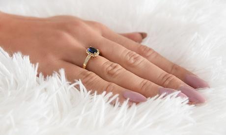 Anillo de zafiro chapado en oro adornado de Ah! Jewellerycon cristales de Swarovski®