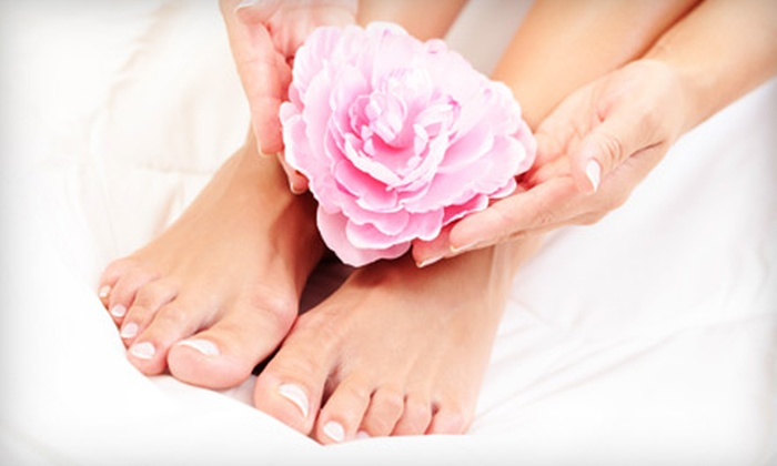 Spa DG Couture - West Glen Community Association: $25 for a Spa Mani-Pedi at Spa DG Couture in Glendale ($65 Value)
