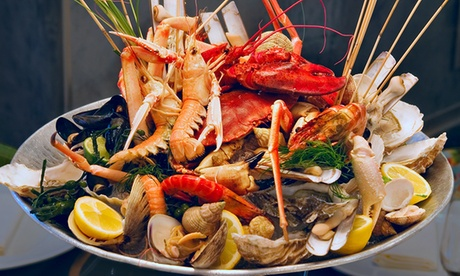 Parrillada de marisco para dos personas con aperitivo y bebida desde 26,99 € en Valadouro