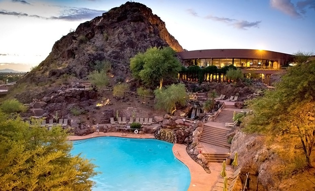 Phoenix Marriott Tempe at The Buttes - Tempe, AZ: Stay with Optional Dining Credit and Parking at Phoenix Marriott Tempe at The Buttes in Tempe, AZ. Dates into September.