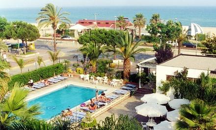 Espagne: 7 nuits à lhotel HTOP Planamar en pension complète à 50m de la plage à Malgrat del Mar