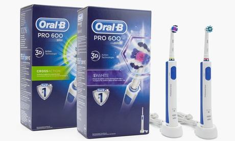 Cepillo de dientes eléctrico recargable Oral-B PRO 600 Cross Action o 3D White