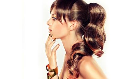 Haarschnitt inkl. Waschen und Föhnen sowie optional Strähnen im Salon Schilling ab 17,90 € (bis zu 61% sparen*)