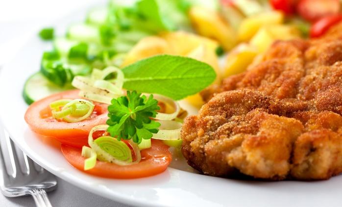 Wiener Schnitzel mit Kartoffel-Gurken-Salat für Zwei oder Vier im Restaurant Eckstein ab 15,90 € (bis zu 53% sparen*)