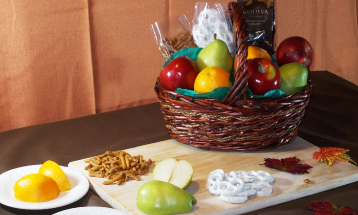 Simply Produce: $49.99 for a Gourmet Fruit Basket with Delivery from Simply Produce ($100 Value)