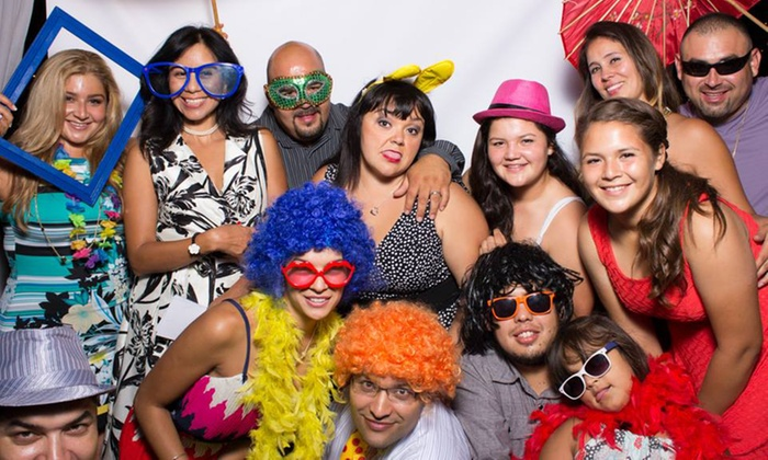 Mobil Fotos Plus - Los Angeles: Three- or Four-Hour Open-Photo-Booth Rental from Mobil Fotos Plus (Up to 58% Off)