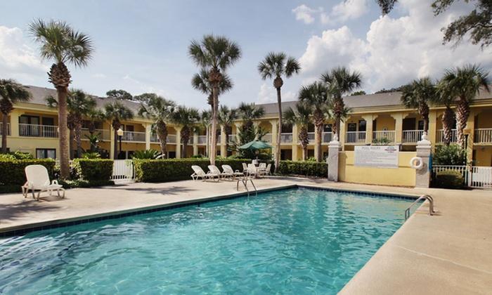 Beachview Club Hotel - Jekyll Island, GA: Stay at Beachview Club Hotel on Jekylll Island, GA, with Dates into November