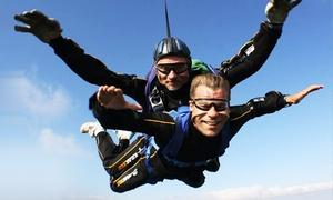 KrakSky: Skok spadochronowy w tandemie (od 690 zł) ze zdjęciami (od 799 zł) z KrakSky