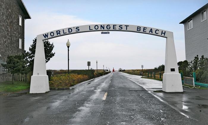 Chautauqua Lodge - Long Beach, WA: Stay at Chautauqua Lodge in Long Beach, WA. Dates Available into December.