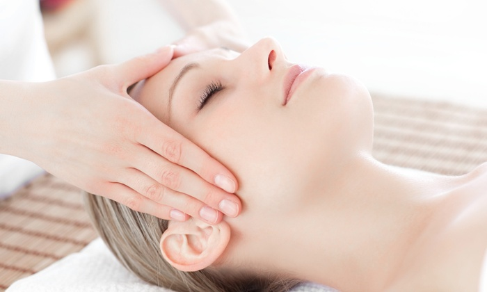 Mimo Beauty Wear - Mccully - Moiliili: $132 for IPL Photofacial with Booster Pack at Mimo Beauty Wear ($350 Value)