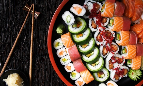 Bandeja con 44 piezas de sushi para llevar por 19 € en Sushi Heros Oferta en Groupon