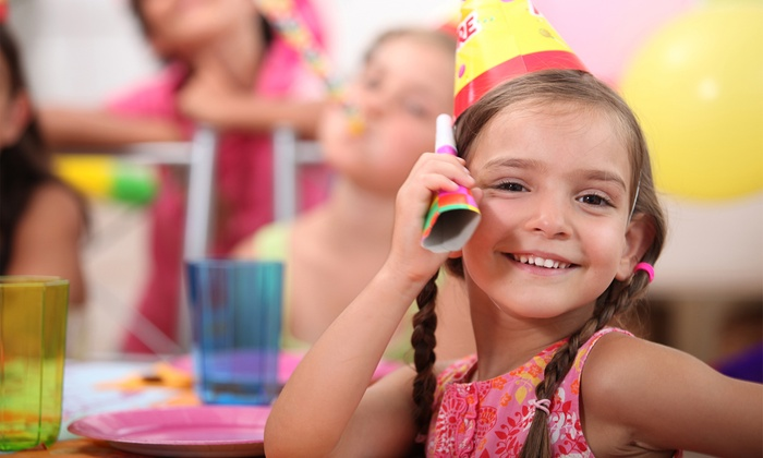 """Creative Parties 4 Kidz - Woodrow: 60- or 90-Minute """"Frozen""""-Themed Party for Up to 15 Children from Creative Parties 4 Kidz (Up to 51% Off)"""