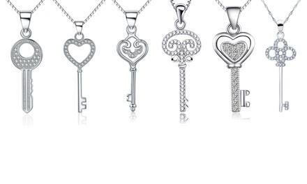 Halskette mit Schlüssel-Anhänger verziert mit Kristallen von Van Amstel im Modell nach Wahl