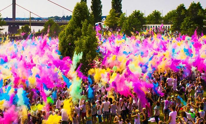 Holi Festival of Colours - Vorplatz Imtech Arena / Volksparkstadion: 2x Ticket für das Holi - Festival of Colours inkl. Farbbeutel am 2. September am Volksparkstadion (bis zu 50% sparen)