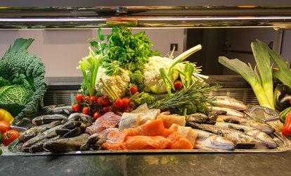 All-you-can-eat-Boston-Fish-Market-Buffet inkl. Drink für 1, 2 oder 4 Personen im Restaurant Max im Hilton (32% sparen*)