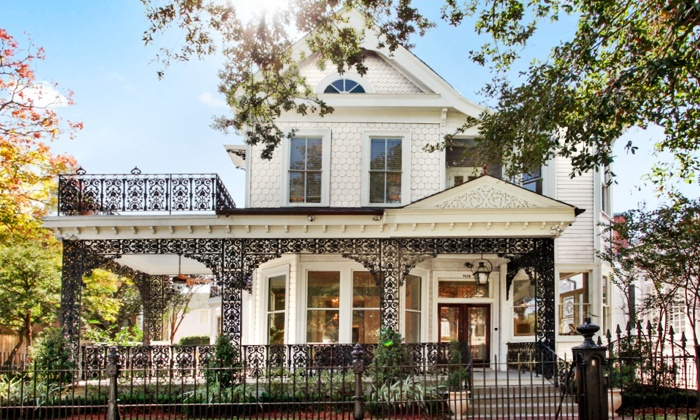 Traditional home southern style now showhouse in new orleans la groupon - Southern house styles set ...