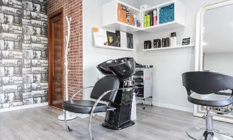 Sesión de peluquería completa con opción a tinte y/o mechas desde 14,95 € en Tiphany's Beauty