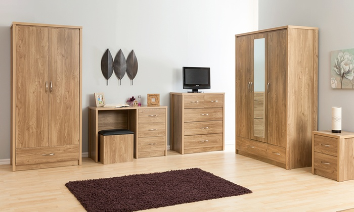 Country Oak-Effect Bedroom Furniture Collection
