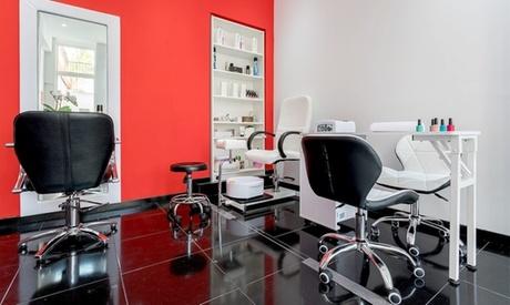 Sesión de peluquería integral unisex con opción a tinte y/o mechas desde 14,99 € en Salón Belleza Glossix