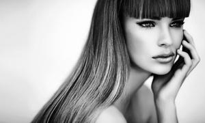 Julia Guillem Peluqueros: Sesión de peluquería con corte y opción a tinte y/o mechas o taninoplastia desde 14,90 € en Julia Guillem Peluqueros