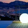 Sphères et cubes lumineux blancs