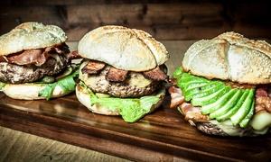 Bachmaier Hofbräu: Bachmaier Burger Brettl mit Bachmaier Beef Burger, Cheeseburger u. Pommes Frites für 2 od. 4 Pers. bei Bachmaier Hofbräu