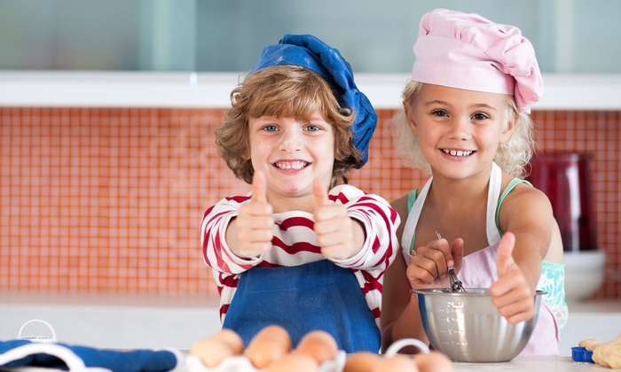 Little Chef Party - Los Angeles: Basic or Deluxe Chef's Party Package for Up to 15 Kids from Little Chef Party (Up to 50% Off)
