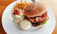 Hausgemachter Burger mit Beilagen für 2 oder 4 Personen bei Yours Australian Bar - Braubachstraße 1 (bis zu 38% sparen*)