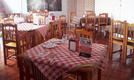Menú para 2 o 4 con 4 u 8 platos, postre y bebida en La Bodeguita De May (hasta 53% de descuento)