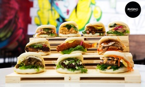 MyBao: Menú para 2 o 4 con baos taiwaneses salados, ensalada thai, okonomiyaki, bao dulce y bebida desde 16,90 € en MyBao