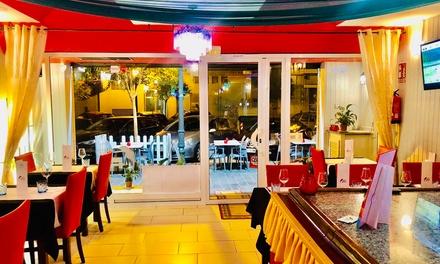 Menú indio básico o premium para 2 o 4 personas con entrante, principal, postre y bebida en Bollywood Indian Valencia