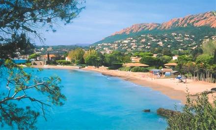 Saint Raphaël : 1 ou 2 nuits avec pdj, champagne, foie gras et lovebox en option à LInter Hôtel Brise de Mer pour 2