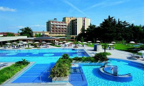 Ingresso piscine termali, massaggio, pranzo o cena all'Hotel Sollievo Thermae & Wellness 4* (sconto fino a 50%)