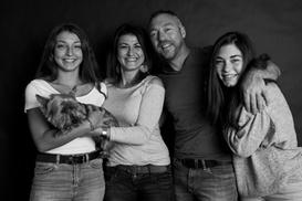 Rafael Photographe: Shooting photo en studio pour 1 à 5 personnes dès 25 € chez Rafael Photographe